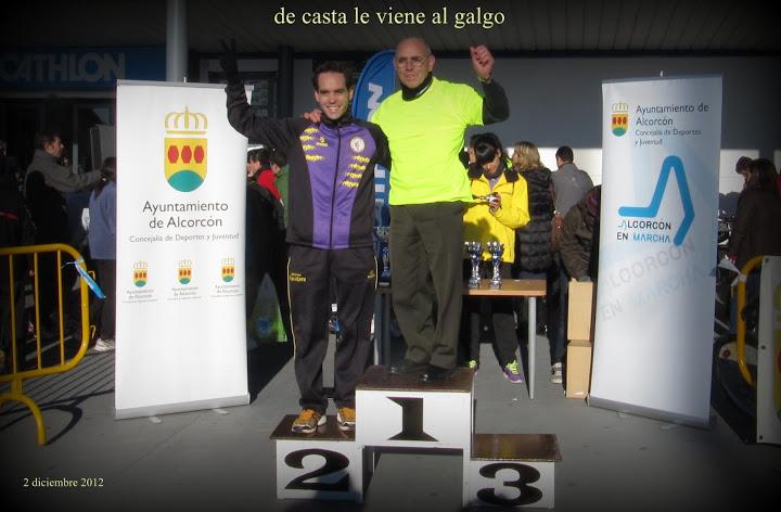 Juan en el podium junto a su padre